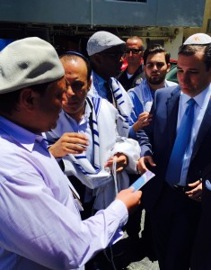 Presidential candidate Senator Ted Cruz visits Nessah Synagogue, Beverly Hills, on Aug. 1st and receives Ask Noah's Noahide prayer booklet and outreach materials from Noahide David Egorov.